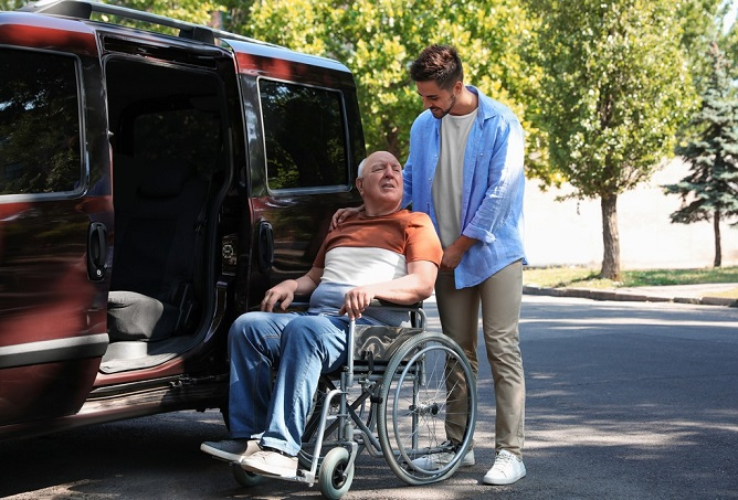 tips-to-make-traveling-comfortable-with-seniors