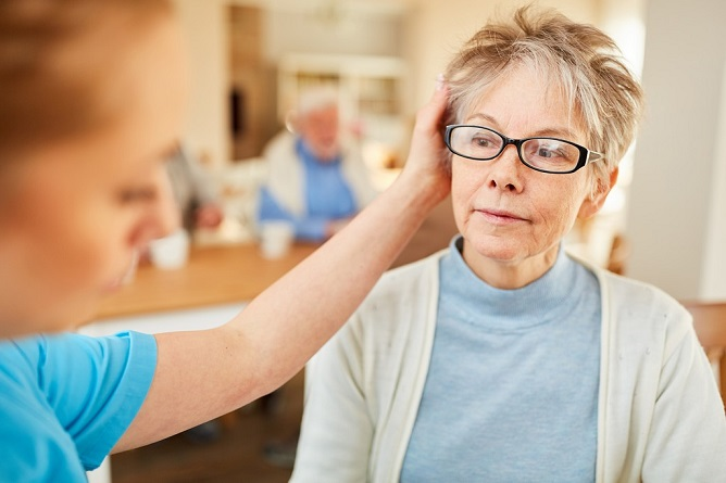 How to Care for Seniors With Dementia at Home